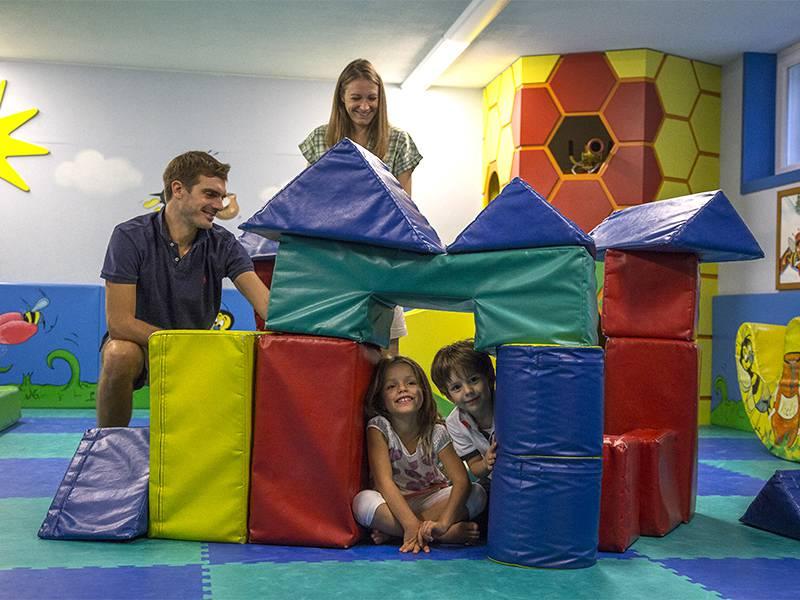 Hotel con miniclub montagna vacanze per bambini in trentino for Hotel per bambini trentino